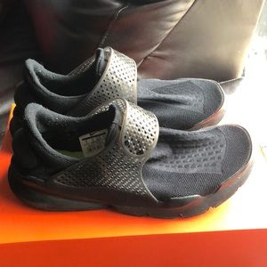 Nike Sock Dart in Black, size 9 in Men